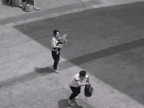 【感动】高清视频监控系统拍下独臂人见义勇为的一幕