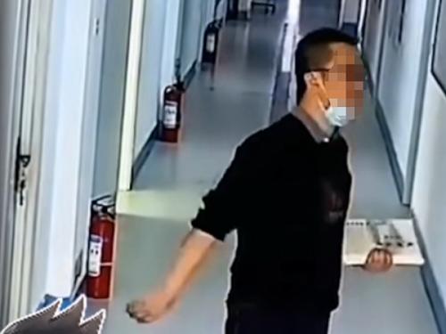 学校视频监控系统记录下的他笑了,你呢?